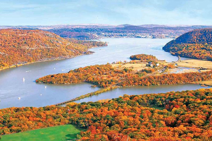 Hudson River, autumn foliage