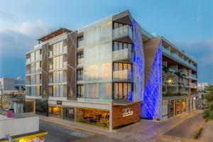 The Fives Downtown Hotel & Residences Curio Collection by Hilton